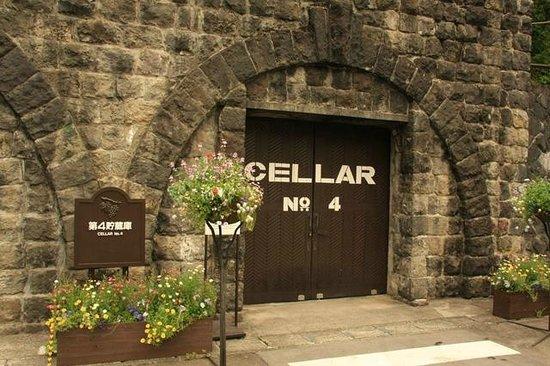 Suntory Tominooka Winery : ワイン貯蔵庫