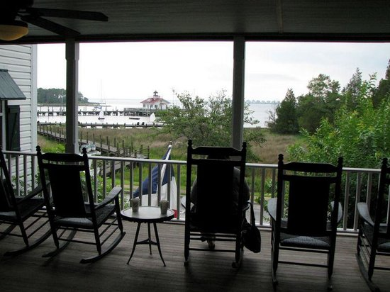 Roanoke Island Inn: Second floor view facing Manteo harbor