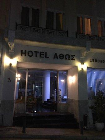 Athos Hotel : Вечерний вид