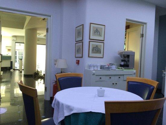 Athos Hotel: Место для завтрака на 1 этаже
