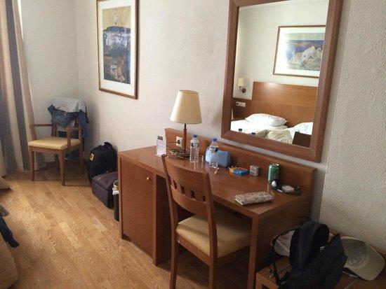 Athos Hotel: Трехместный номер
