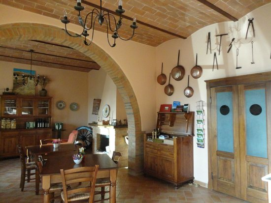 Poggio Tobruk: Área interna, salão do restaurante