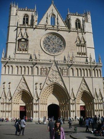 Cathedral Saint Jean Baptiste: fachada