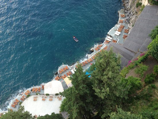 Santa Caterina Hotel: the view of the pool from upstairs