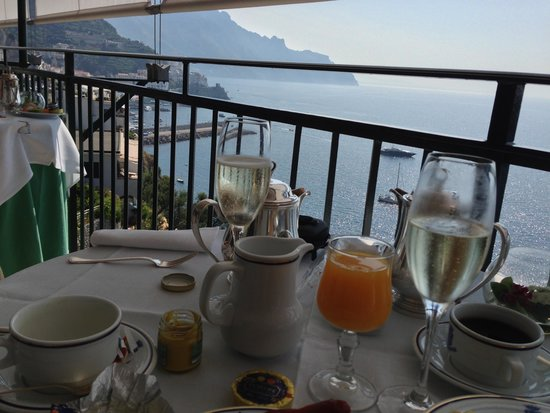 Santa Caterina Hotel: more bubbly at breakfast