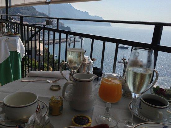 Santa Caterina Hotel: more bubbly at breakfast