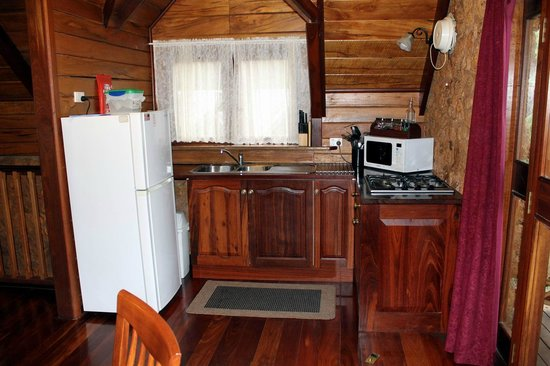 Beedelup House Cottages: kitchen with everything