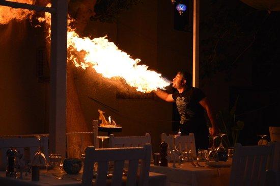 Limos Restaurant Kalkan: Omar fire breathing!