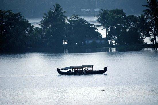 Ramada Alleppey : lake
