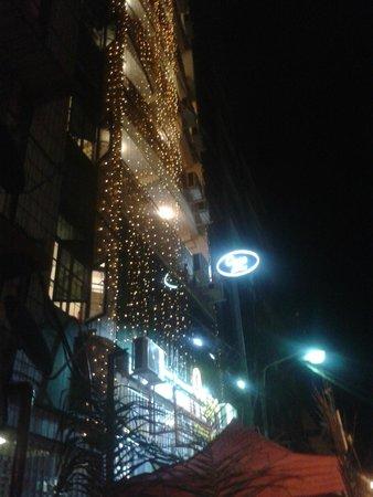 Agga Youth Hotel: โรงแรมตอนกลางคืน