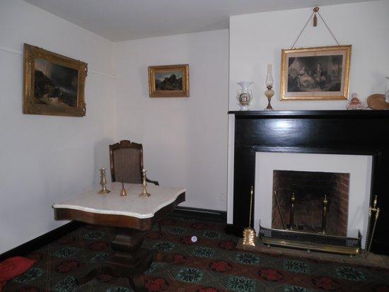 Appomattox Court House National Historical Park : General Lee's desk