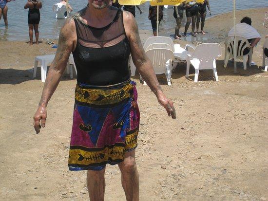 Dead Sea : com lodo no corpo