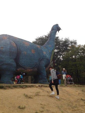 Chausuyama Dinosaur Park: 恐竜のすべり台