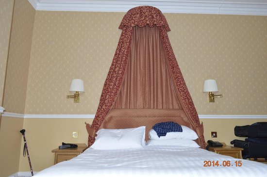 Palm Court Hotel: 5 foot executive double