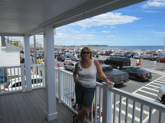 Beach View Inn: Front porch & view