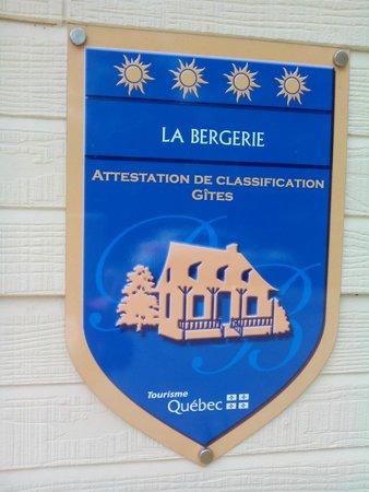 La Bergerie B&B: Front entrance sign