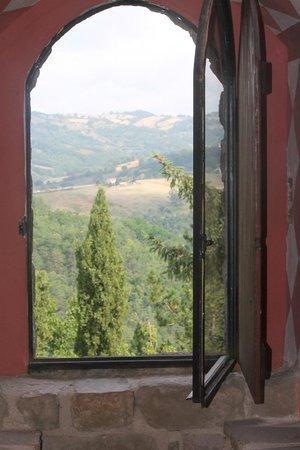 Castello di Petroia : Il panorama da uno dei 4 lati della torre