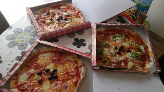 Nina pizzeria: Salami, Capricciosa, Fantasie
