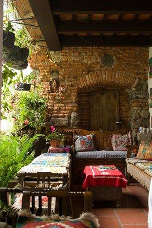 La Villa Serena: seating area beside the kitchen