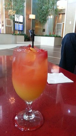 Embassy Suites by Hilton Raleigh - Durham Airport/Brier Creek: Free manager cocktails in the evenings