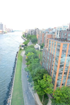 Roosevelt Island Aerial Tram: First view