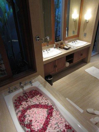 KoenoKoeni Villa: bathroom