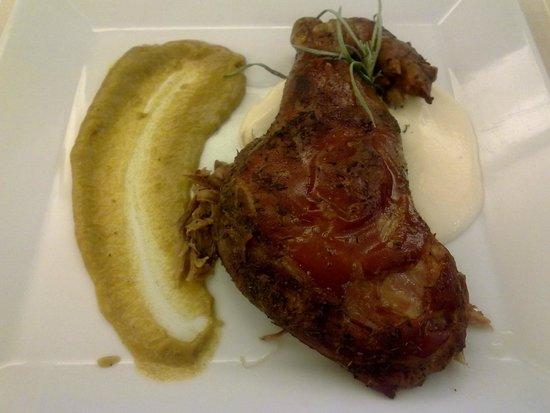 Solana Restaurante: cochinillo confitado 52 horas con espuma de papa y curry de plátano