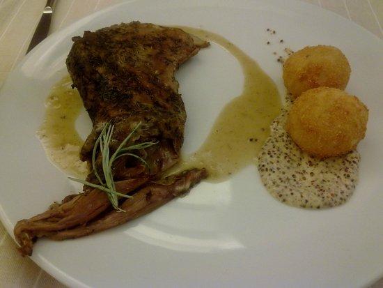 Solana Restaurante: cordero lechal con jugo de caldereta y croquetas de papa bonita