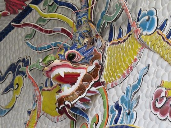 Linh Phuoc Pagoda: Temple decorated with ceramic pieces