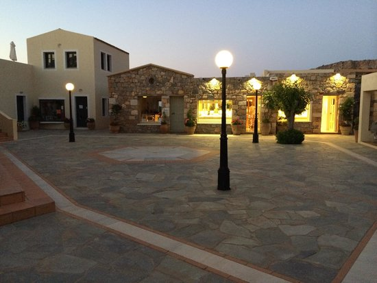 Kalimera Kriti Hotel and Village Resort: Shopping arcade