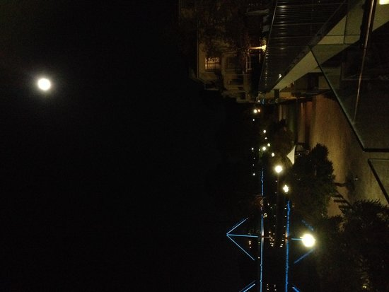 The Sebel East Perth: A full moon night - view from hotel balcony