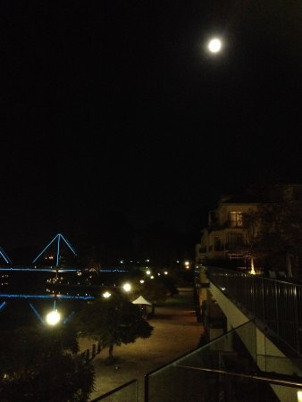 The Sebel East Perth : A full moon night - view from hotel balcony