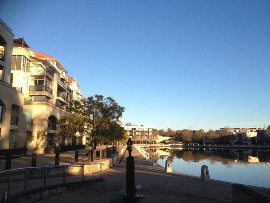 The Sebel East Perth: Morning walk along the river