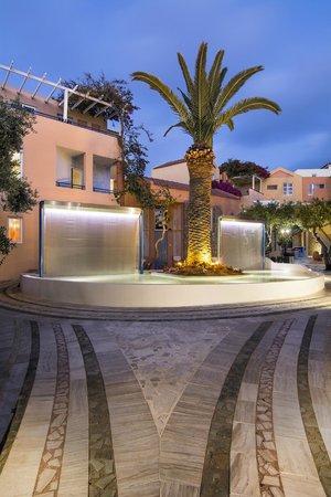 Hotel Stefan Village: fountains