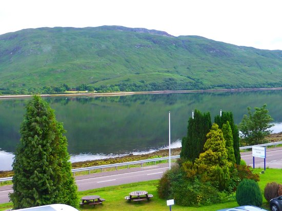 Bay Caledonian Hotel : Loch view from our room