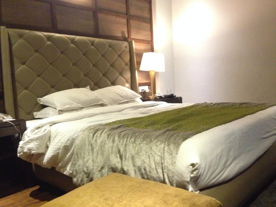 The Earl's Court: Spacious rooms with comfy bed
