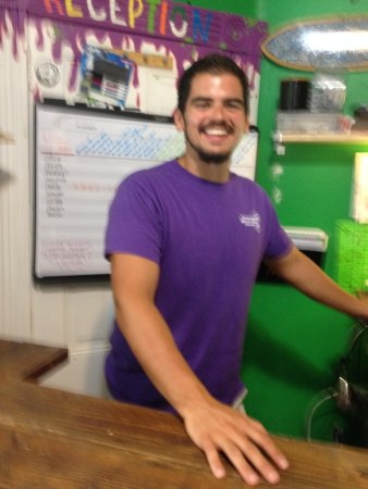 ITH Adventure Hostel San Diego : Bradley greeting us for check in and a fellow North Carolinian hailing from Mount Airy, NC