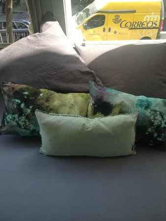 Casa Mathilda : detail of the coloured cushions (love them)