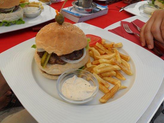 Bistro Fly-In Korcula: Hamburger