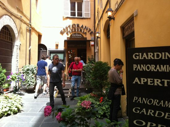 Ristorante Pizzeria Cavour : belli pieni!!!