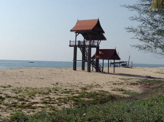 Intan Beach Resort Sdn Bhd: view outside hotel