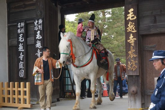 Motsu-ji Temple: 勇壮ではあった武者行列。