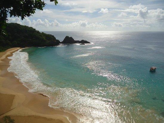 Baia do Sancho : bela imagem de uma ilha deserta