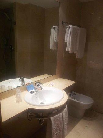 NH Barajas: baño 4
