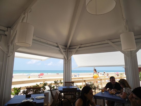 Playa de la Barrosa: uno dei tanti chiringuito alla Barrosa