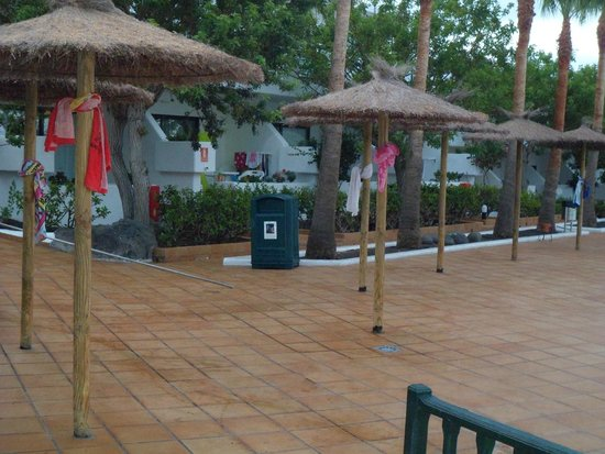 Hotel THB Flora: Reserved area by holiday makers, this was at 6am.