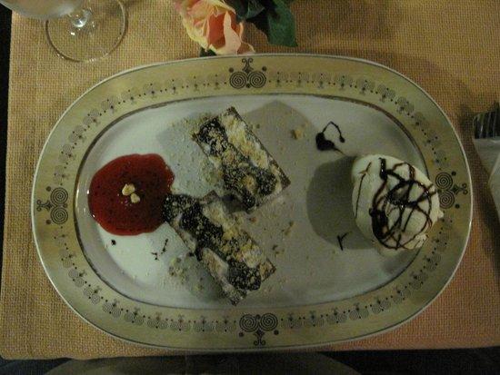 Selam Restaurant : Een overheerlijk dessert met luchtige chocolade cake.