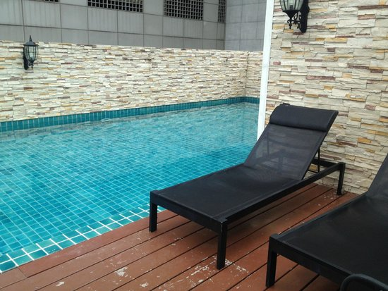 Rongratana Executive Residence: pool was lovely but small