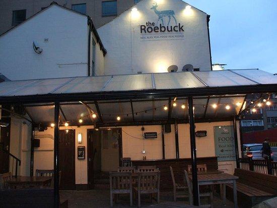 The Roebuck Tavern: Lovely beer garden