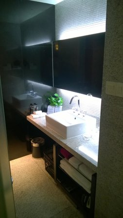 Zobon Art Hotel : Business Room Bathroom